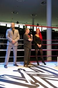 © WWE2013, all rights reserved Carsten Schäfer im Gespräch mit den beiden WWE Stars